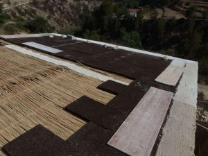 Roof with 100% natural reed insulation